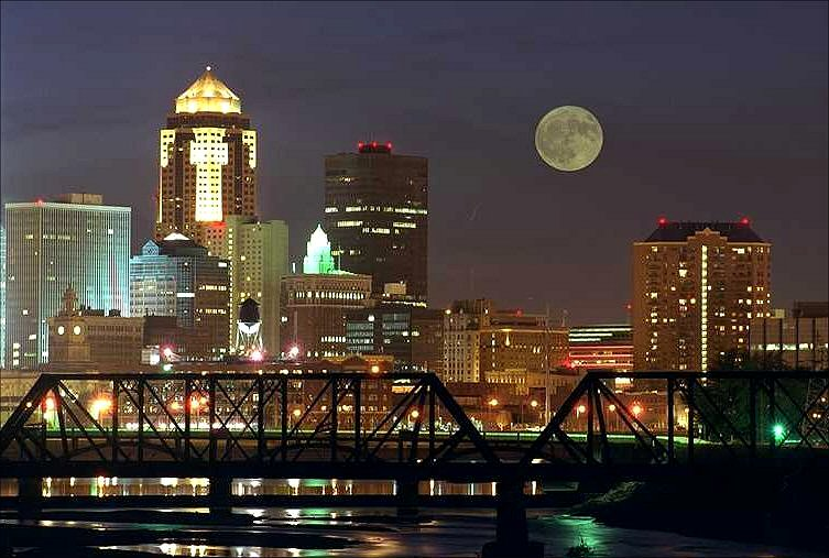 Des_Moines_skyline_night