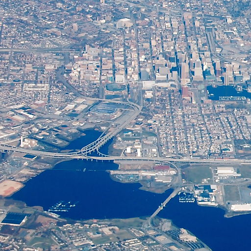 512px-I-395-Downtown_Baltimore
