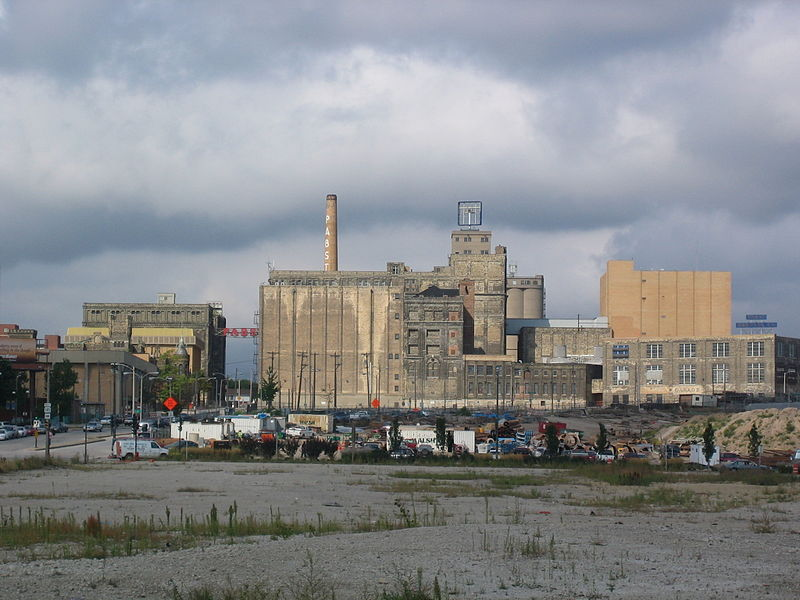 800px-Former_brewery_Pabst_Brewing_Company_in_Milwaukee_Wisconsin