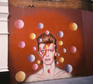 "By k_tjaaa (Flickr: David Bowie Mural) [<a href=""http://creativecommons.org/licenses/by/2.0"">CC BY 2.0</a>], <a href=""https://commons.wikimedia.org/wiki/File%3ADavid_Bowie_Mural.jpg"">via Wikimedia Commons</a>"